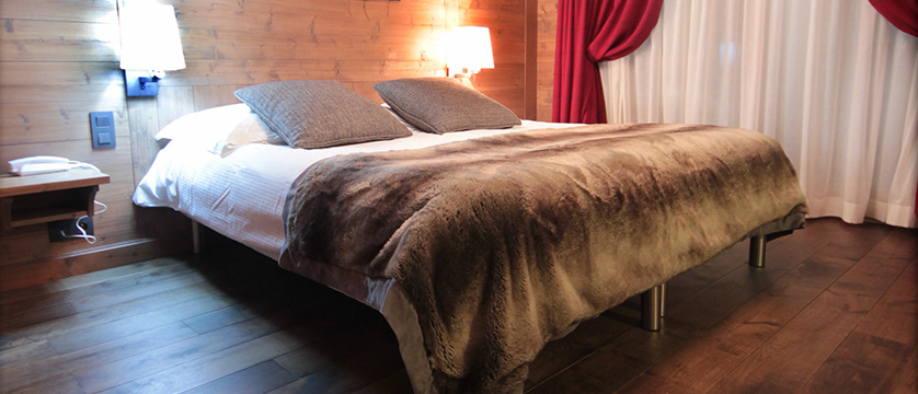 Hotel Les Champs Fleuris, Morzine, France - bedroom 3.jpg